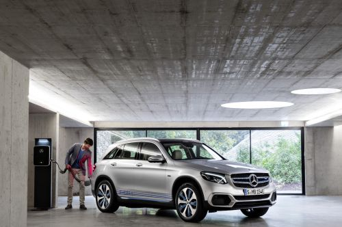 Mercedes-Benz aims to take hydrogen fuel-cells mainstream