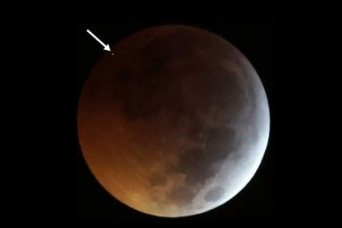 Meteorite impact spied on the moon during a total lunar eclipse