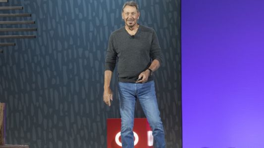Oracle brings entire public cloud services on to customer's data centre