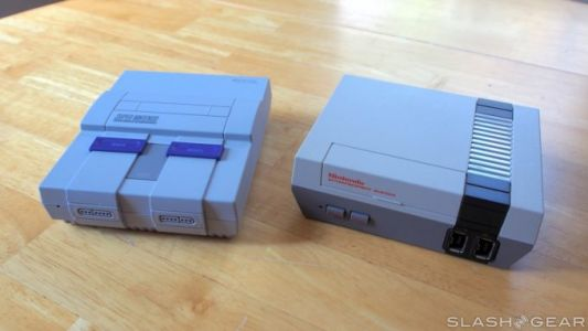Yes, SNES Classic controllers work with the NES Classic