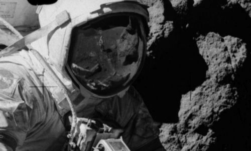 Moon landing truthers swear this photo is the ultimate proof of a faked Apollo landing