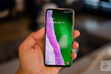 Samsung Galaxy S10e vs. iPhone XR: Cut-price flagship showdown