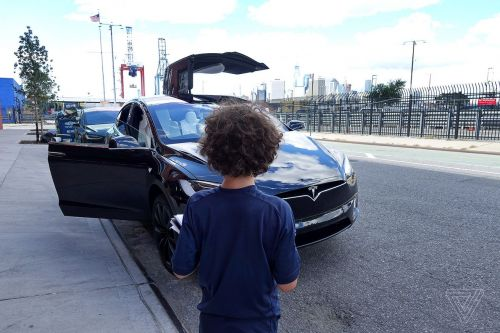 A nine-year-old reviews the Tesla Model X