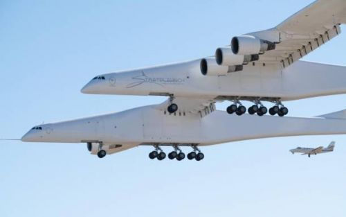 Stratolaunch giant aircraft completes historic first flight