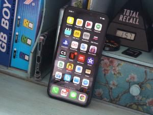 IPhone X Review: Striking, Stunning and STUPIDLY Expensive