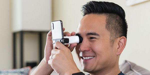 EyeQue VisionCheck® helps you keep tabs on your eye health at home