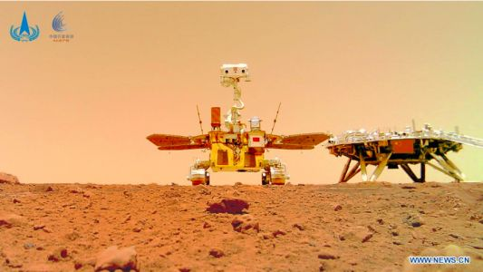 """Chinese Rover """"Zhurong"""" On Mars: New Photographs Surfaced - Displays Large China Flag"""
