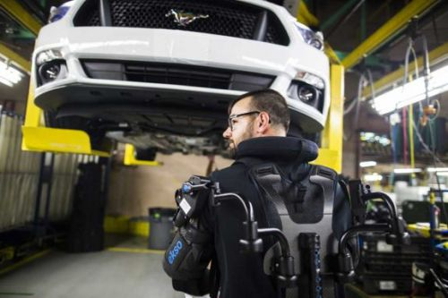 Ford EksoVest exoskeleton helps workers lift things overhead