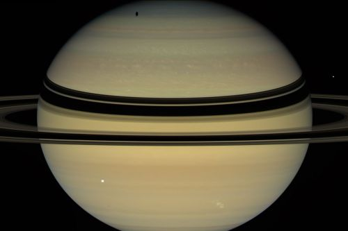 Shaky rings help scientists measure Saturn's days