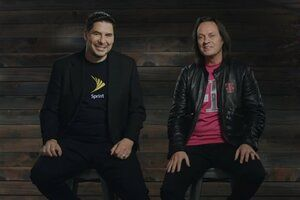 Democrats, including three presidential candidates, want FCC to delay vote on T-Mobile-Sprint