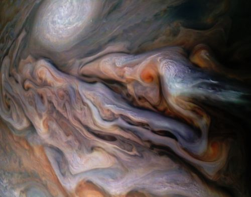 Jupiter looks like a delicious caramel latte in this awesome new Juno photo