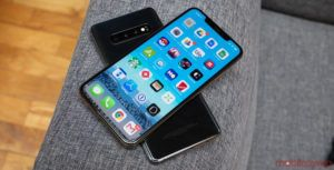 You haven't lived until you've used Samsung's S10+ to charge Apple's iPhone XS Max