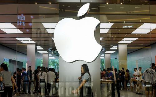 Fired Apple executive charged with insider trading
