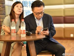 Samsung CEO Spotted Using Galaxy Note 9 In Public