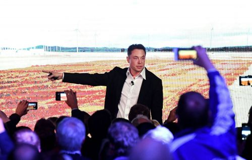 Elon Musk is acting more like a desperate man than a visionary