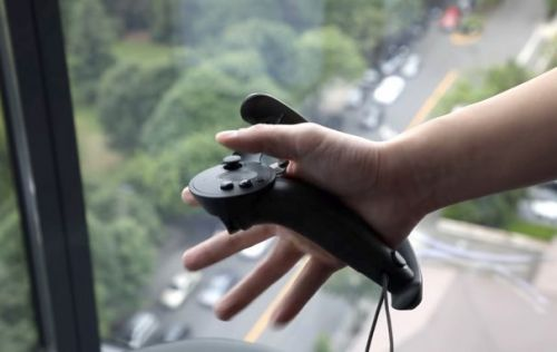 Valve second-gen VR controllers head to developers with squeeze-input