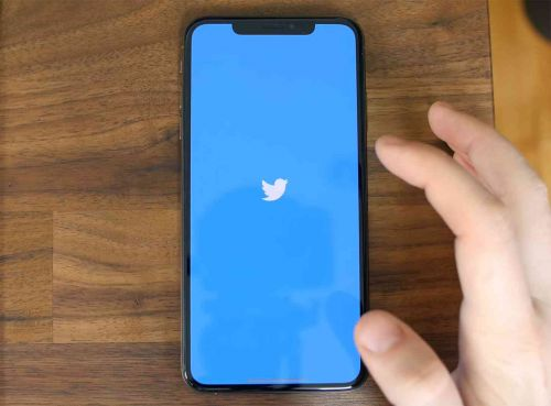 Twitter begins rolling out toggle to view tweets in reverse chronological order