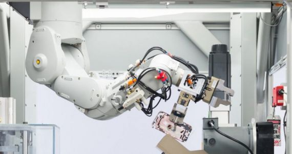 Apple's recycling robot disassembles 200 iPhones an hour