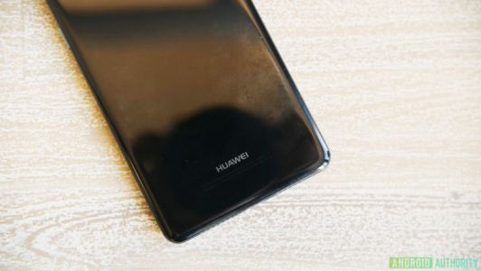 Huawei P20 Prototype Images Leak With No Volume Buttons