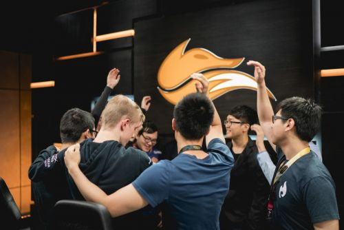 Fan favorites falling in the LCS, singing on stage
