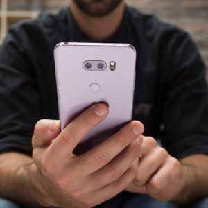 This refurbished LG V30 deal may well be the best way to spend $200 right now