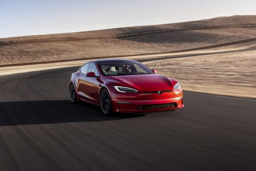 """Tesla Model S Plaid: """"Faster than any Porsche, safer than any Volvo"""""""