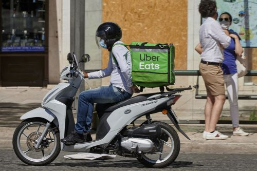Uber offers to buy out Postmates, says NYT