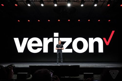 FCC says Verizon can lock phones to its network for 60 days after purchase