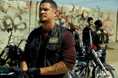 Mayans MC Episode 1 Questions: The Sons Of Anarchy Timeline, The Flashbacks, And More