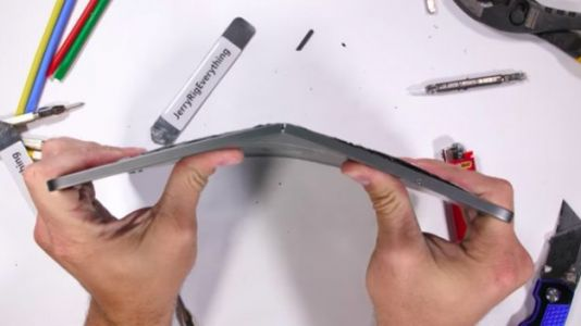 Apple's Latest iPad Pro Appears Extremely Bendable, Folds Under Slight Pressure