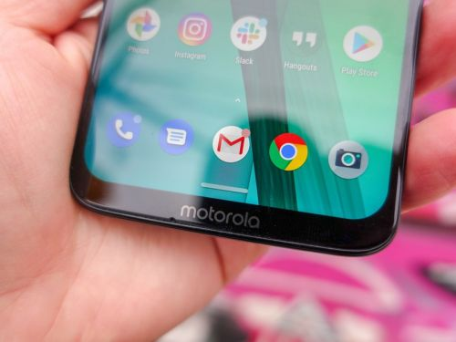 What kind of Gorilla Glass covers the Moto G7?