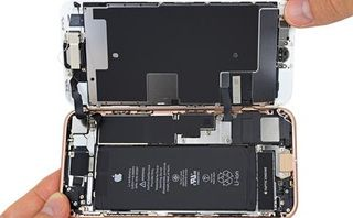 IFixit gets hold of an iPhone 8 and absolutely destroys it
