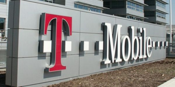 """T-Mobile throttling threshold raised to 50GB as """"unlimited"""" war rages"""