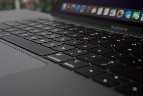 How to find and insert special characters in macOS