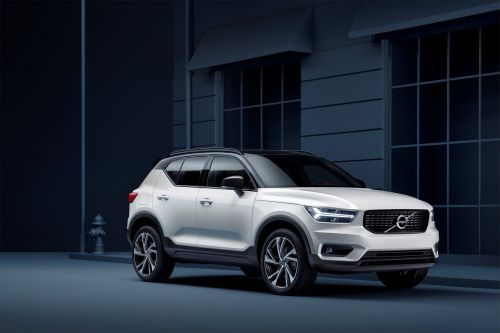 The Volvo XC40 is the fashionable SUV you can buy like a phone
