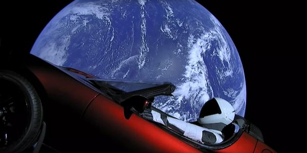 You can now track where Elon Musk's Tesla Roadster is in space