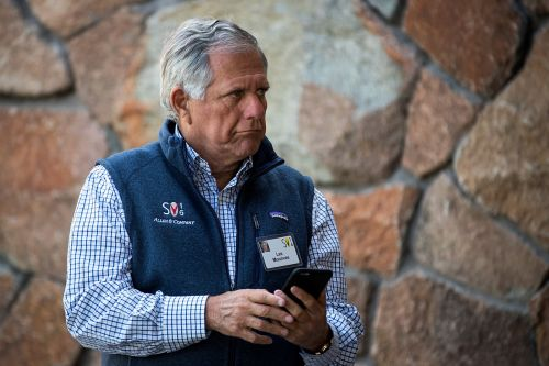 Ousted CBS CEO Les Moonves allegedly had an employee 'on call' to perform oral sex