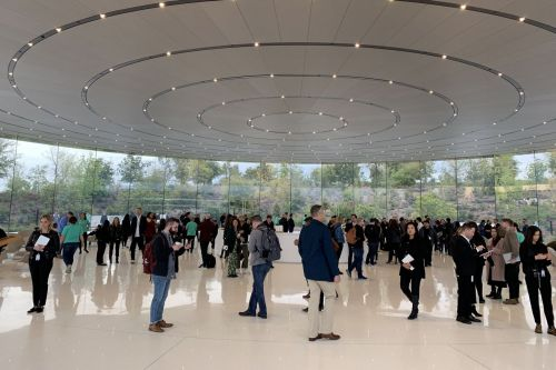 Live blog: Apple's 'show time' TV and news services event