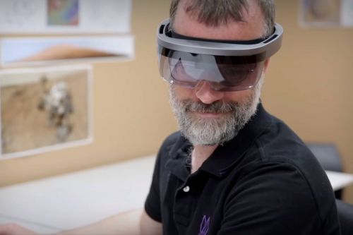 New Microsoft HoloLens headset spotted in NASA video