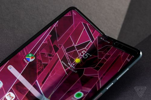 AT&T is now telling customers the Galaxy Fold will ship on June 13th