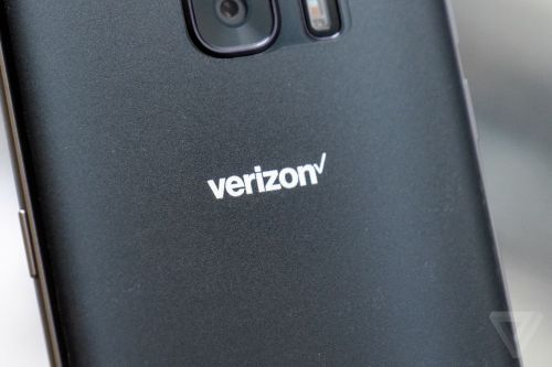 Verizon asks the FCC to let it lock new smartphones for 60 days