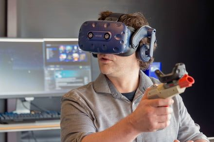 Stand up or sit down? Many don't take advantage of VR's room-scale experience