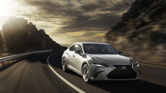 2022 Lexus ES arrives with a mild facelift and new interior updates
