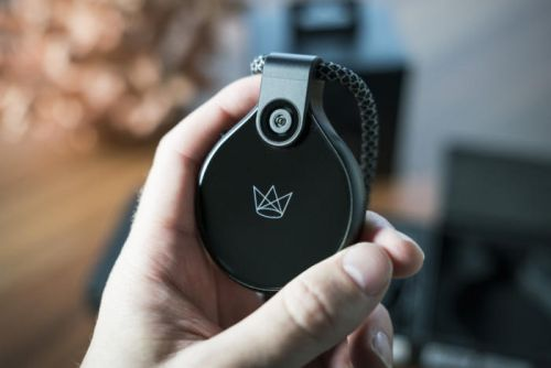 FrontRow Camera Review: This high-end live-streaming wearable forgot the high-end camera