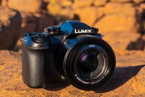 Panasonic Lumix FZ1000 II wraps big lens and big features into one big package
