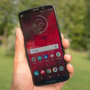 Verizon completes first 5G data transmission on a smartphone using the Moto Z3