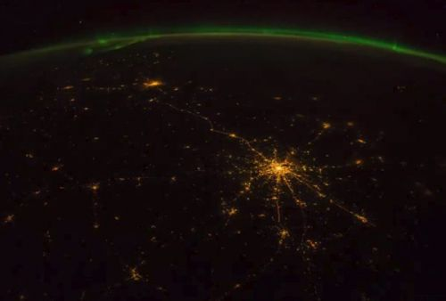 NASA astronaut spends the day taking pictures of Earth and asks people all over the world to do the same