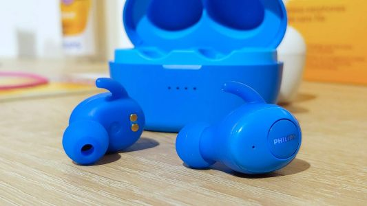 Philips returns to audio with UpBeat SHB2505 true wireless earphones