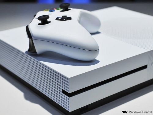 Microsoft contractors reportedly listened in on Xbox One audio, too