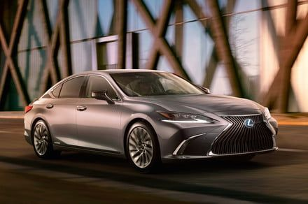 The 2019 Lexus ES keeps with tradition but says bye-bye to inconspicuousness